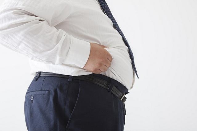 画像1: 太っている人に「デブ税」として、それ相応の負担を課すべきという主張が物議を醸している。 「デブの運賃倍額制度を」という投稿が話題に 女性限定完全匿名掲示板の「GIRL'S TALK」に先日、「デブ税として、公共交通機関でのデブの運賃倍制度導入希望」という主張が寄せれた。 その理由は、太っている人が満員電車で2人分のスペースを占めていることや、1人で2人分の座席を使用している状況があることなど。 「宅配便でも重い荷物、大きい荷物はその分の総量を請求されれます」と指摘し、「デブ税としてのデブの運賃倍制度導入を求めます」と述べた。 この主張はネット上で拡散。また、10日朝のテレビ番組「とくダネ」でも議題としてとりあげられ、大き [...] irorio.jp
