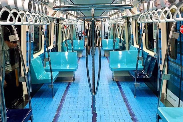 画像1: 2017年8月19日から8月30日まで、台湾・台北市で国際スポーツ文化イベント「第29回サマーユニバーシアード」が開催されます。 それに伴い、台北のMRT(地下鉄)の車内を競技場のようにデザインしたPR広告が好評を博しており、SNS上でも電車内の画像が多数上がっています。 Sophiさん(@sophifromtaipei)がシェアした投稿 – 2017 7月 10 9:25午前 PDT まるでプールの水が張られているかのような再現度の高さに驚きです! Didiさん(@didiforu)がシェアした投稿 – 2017 7月 11 1:43午前 PDT 中には陸上選手がスタートするポーズや、芝生の上でボールを蹴る [...] irorio.jp