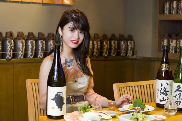 画像1: 全国的に活躍する有名人の方々に、ふるさと愛を熱く語ってもらうIRORIOの新連載「タレント観光協会」。 第1回はモデル・女優として輝く馬場ふみかさん。新潟市出身の22歳です。 新潟に住んだ経験がある筆者に、馬場さんが大好きな地元について日本酒を前にたっぷり語ってもらいます! 馬場さんのデビューのきっかけは、14歳の時に地元発祥のファッションフリーペーパー「新潟美少女図鑑」(※1)へのスカウト。 上京して人気モデルとなった現在でもよく帰省しており、2月には同市主催の若者向けトークショーに登壇しました。 ―この間も里帰りされていたそうで。やはり地元は落ち着きますか。 馬場:そうですね。好きなご飯屋さんもありますし。 あと、めいっ子が生ま [...] irorio.jp