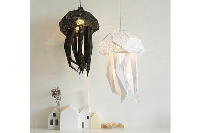 画像: 水族館にいるみたい♪ふわふわ漂う姿に癒やされる「クラゲ・ペーパーランプ」がDIYで作れちゃう