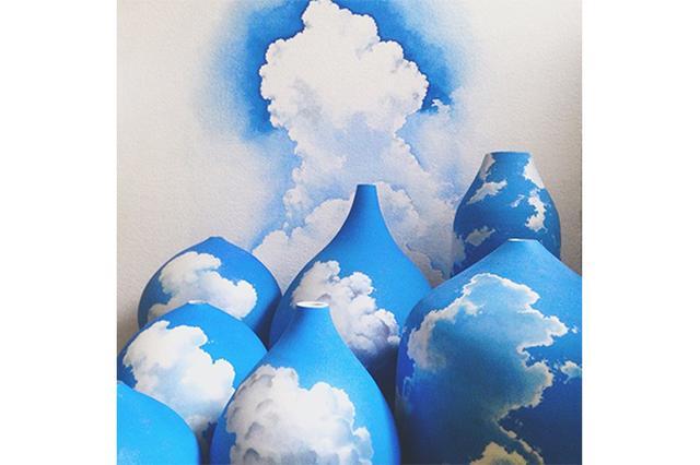 画像: 夏空を切り取ったみたい♪真っ白な雲と突き抜けるような青空が印象的な陶磁器がステキ♡