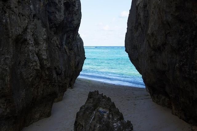 画像: 観光客のマナー違反で、沖縄の「備瀬のワルミ」が立入禁止に