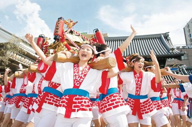 画像: 女性80人がワッショイ!大阪の「ギャルみこし」海外巡業も行う人気ぶり