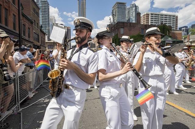 画像: カナダ軍の「LGBT理解を示すツイート」が大反響!