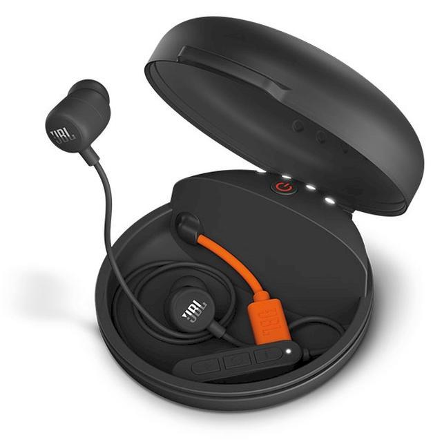 画像: ありそうでなかったアイテム、Bluetoothイヤホンの収納と充電ができるJBLのシリコンケースが便利そう!