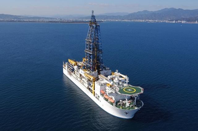 画像: ビル30階建て相当のすごい船「ちきゅう」が一般公開!見学者9000人を募集中