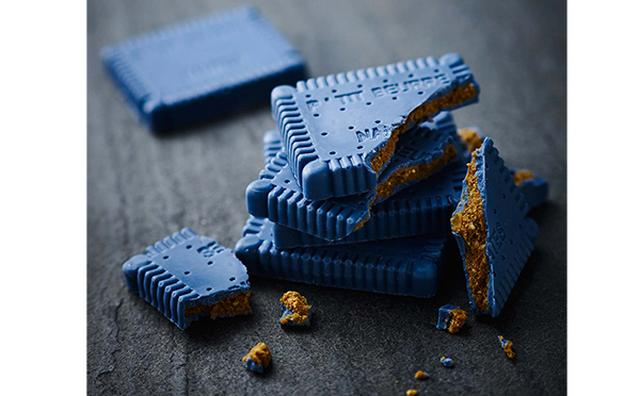 """画像: 幸福の""""青いチョコレート""""がビスケットに♡フェリシモで青いビスチョコの予約がスタート"""
