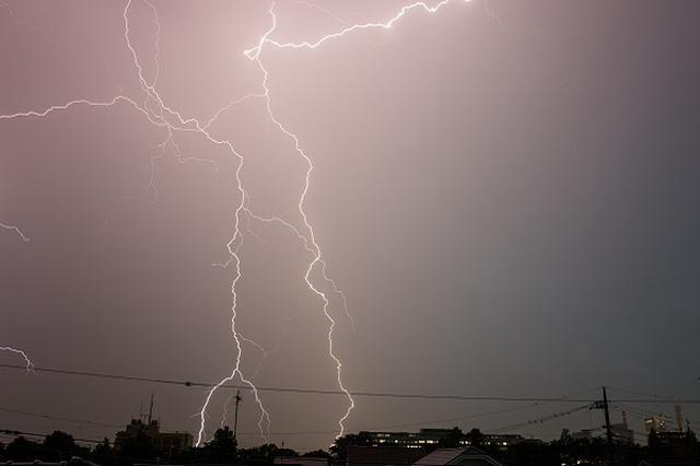 画像: スーパーセルや相次ぐ落雷被害に戸惑う声、身を守る方法は?