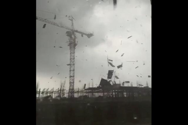画像: 「巨大竜巻」で家屋がバラバラに...中国で撮影された恐ろしい映像