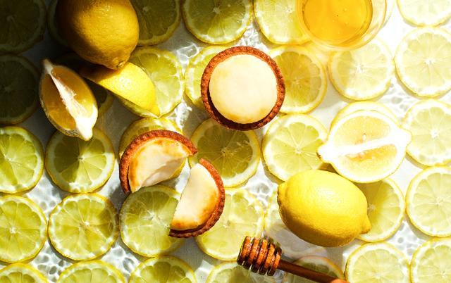 画像: 「ベイク」のチーズタルトが夏味に!「はちみつがけレモンチーズタルト」の甘酸っぱさにキュン♡
