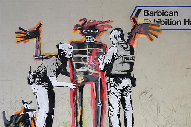 画像: バスキアの展覧会を大歓迎♪非公式コラボしたバンクシーのストリートアートがフォトジェニック