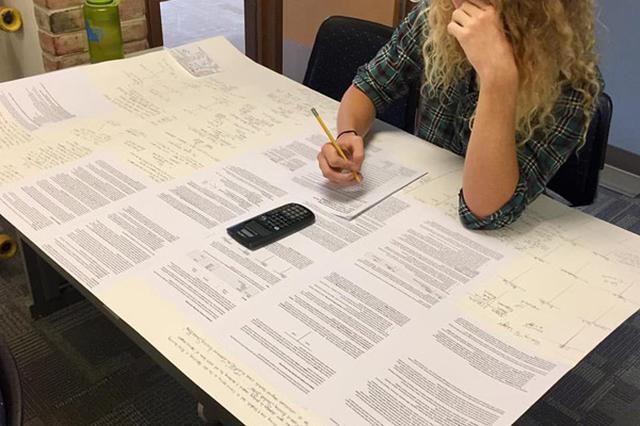 画像: 教師の盲点を突き、びっくりな資料を試験に持ち込んだ学生