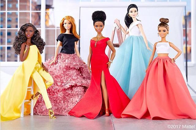 画像: 若手注目デザイナーが手掛けたバービー人形のドレスがとびきりスタイリッシュ♡