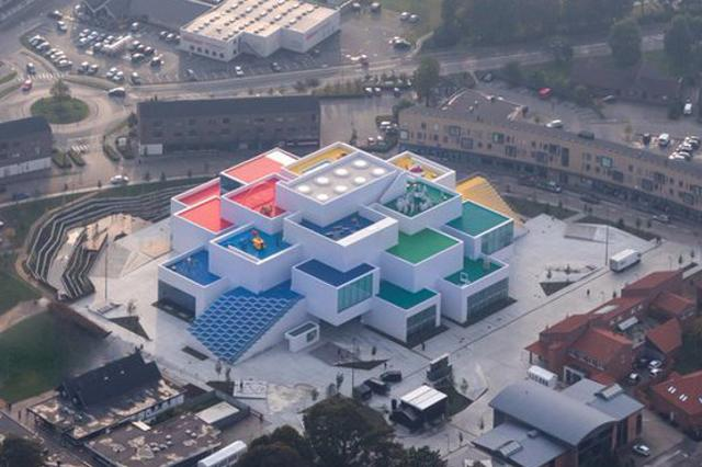 画像: LEGOが本社に建設した「レゴハウス」がレゴブロックそっくりで楽しそう!