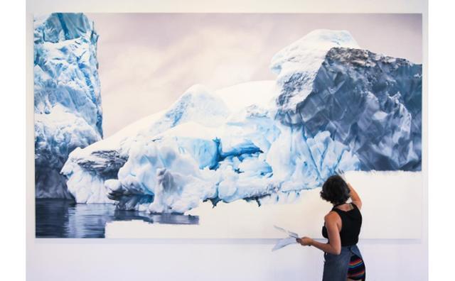 画像: 写真みたいだけど写真じゃない。美しい氷山を描くアーティストが作品に込めた思いとは