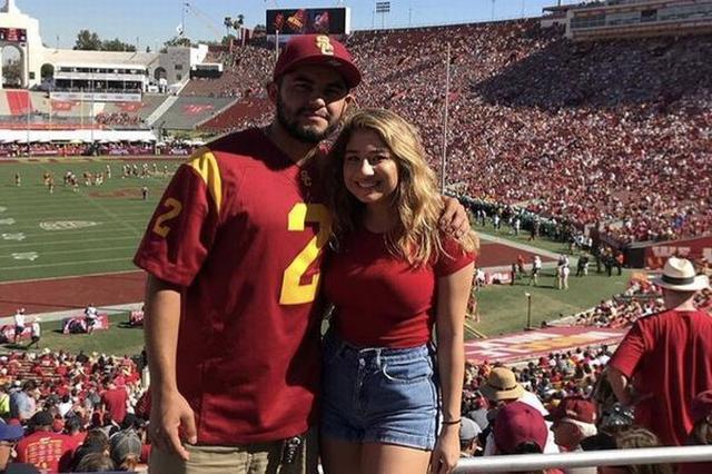 画像: 同じ写真をSNSに投稿したカップル、2人のキャプションの違いに19万いいね!