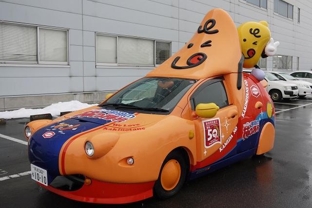 画像: 街を疾走する「柿の種カー」の目撃が相次ぐ!亀田製菓に聞いてみた