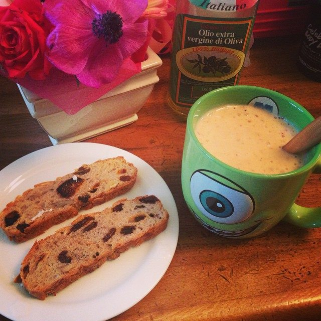画像: 春だねー♡ あったかいからスムージー復活♪♪ バナナとマンゴーとイチゴ入れたょん♡  #smoothie #breakfast #banana #strawberry #mango instagram.com