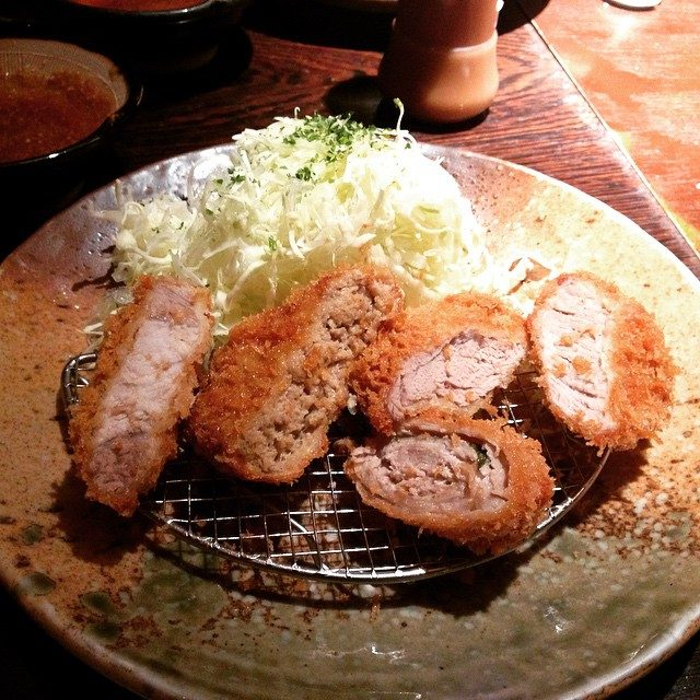 画像: dinner time with my family♡ みんなでわけわけしたら〜にぎやかカツ膳になったょん♡♡ #ヒレカツって美味しいね #dinner #カツ #family instagram.com