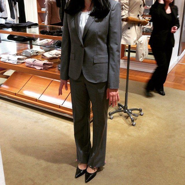 画像: 妹のスーツ買いにきたにゃぅ♡ あたしもスーツ着てカッコょくOLやりたい♡笑  #スーツ #suit #mysister #憧れ instagram.com