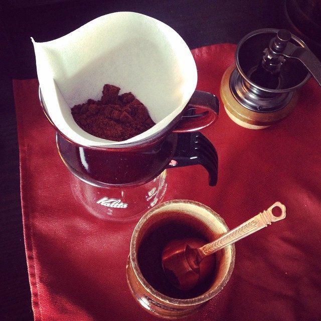 画像: 朝の儀式♡  hardwell聞きながらミル挽き頑張って淹れたCoffee♡  #coffee #morning #music #hardwell instagram.com