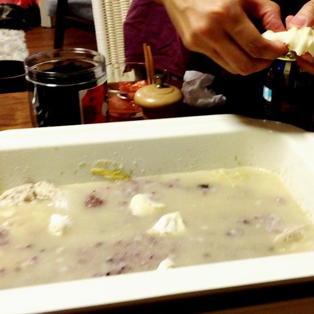 画像: 〆の雑炊❤️ カマンベールチーズちぎってぜいたく鍋♡♡ シワがよるくらいすごい顔してたらしいです(笑) #幸せ #cheese instagram.com