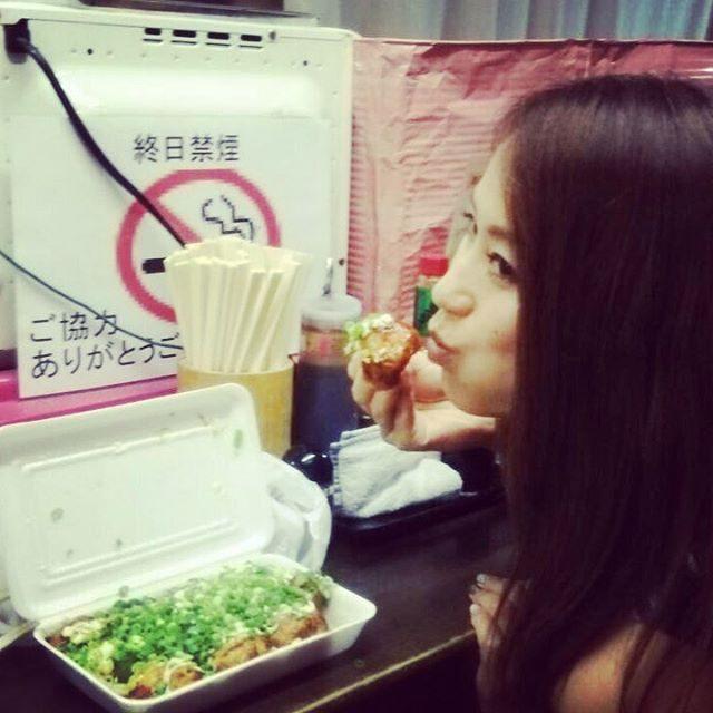 画像: 大阪出張の帰りに。  本場のたこ焼き♡♡ 関東と味が違ったよ!! 梅田のカリトロさんにお邪魔したょん❤️ また行きたいな✨  #大阪 #カリトロ #梅田 #たこ焼き  出張ありがとうございました instagram.com