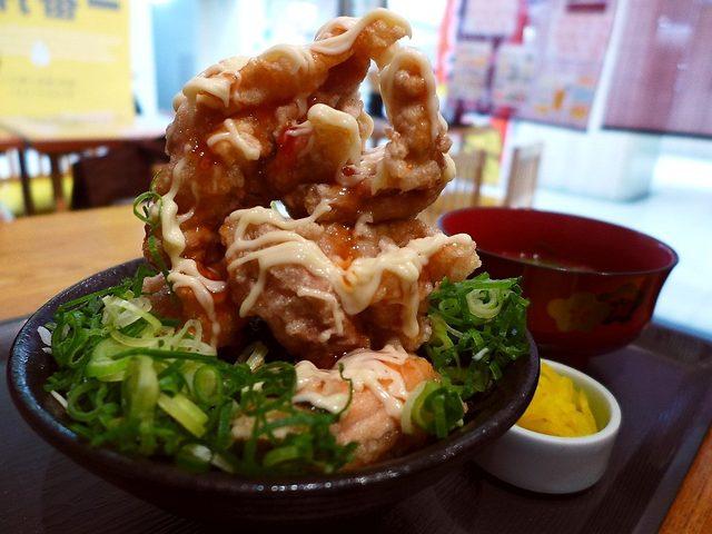 画像: 十三の伝説のから揚げマウンテンが駅ビルで食べられます! 大阪駅前第2ビル 「台所や」