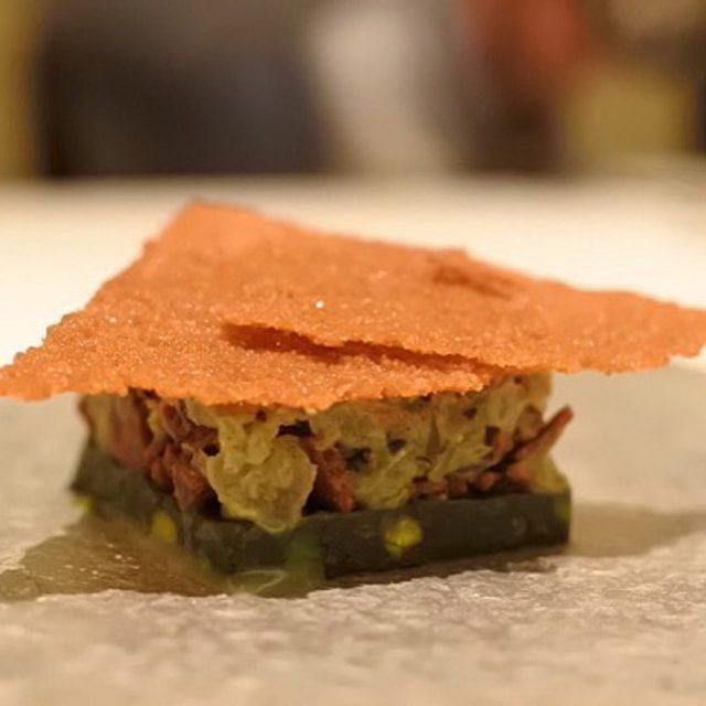画像: カンテサンス、二皿目のデセール。 ピスタチオのかき氷仕立て?? デセールの神髄のはこのことか、、。
