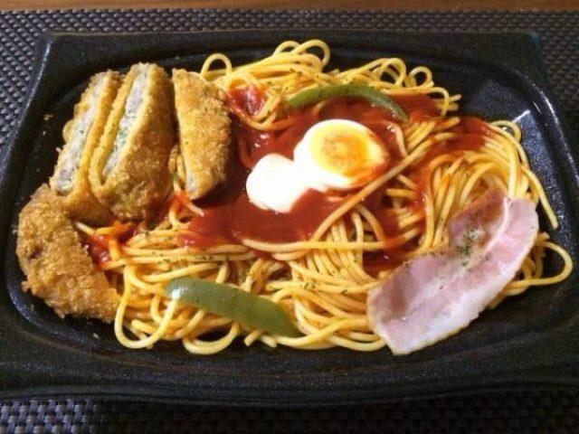 画像: [今日のナポリタン]麺400g!特盛ナポリタン(コンビニ)