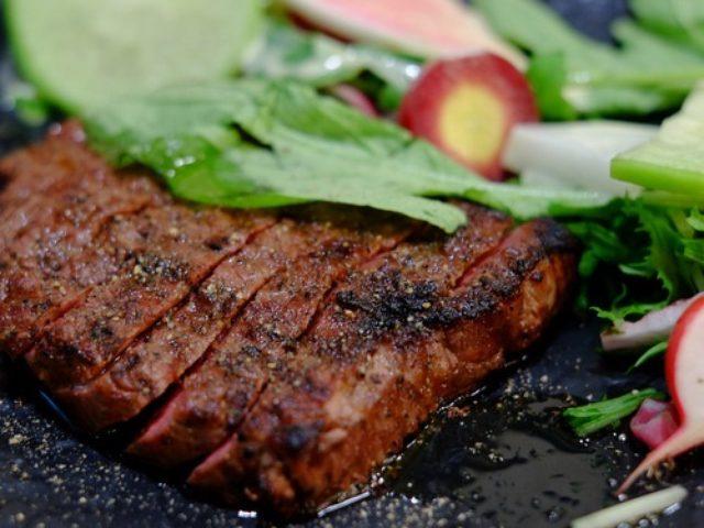 画像: 「八丁堀 niku kitchen BOICHI(ボイチ)の肉串、和牛かたまり肉、野菜焼き盛り」