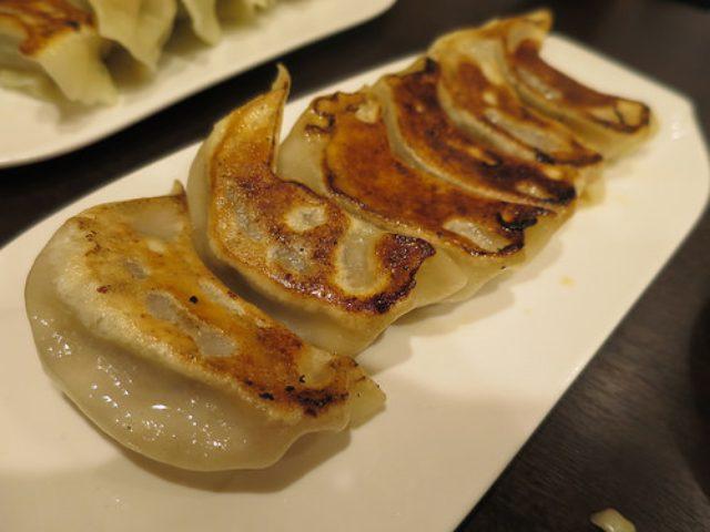 画像: 【浜松町】万伝餃子で焼き水合わせて5種類の手作り餃子+1を食べ比べ