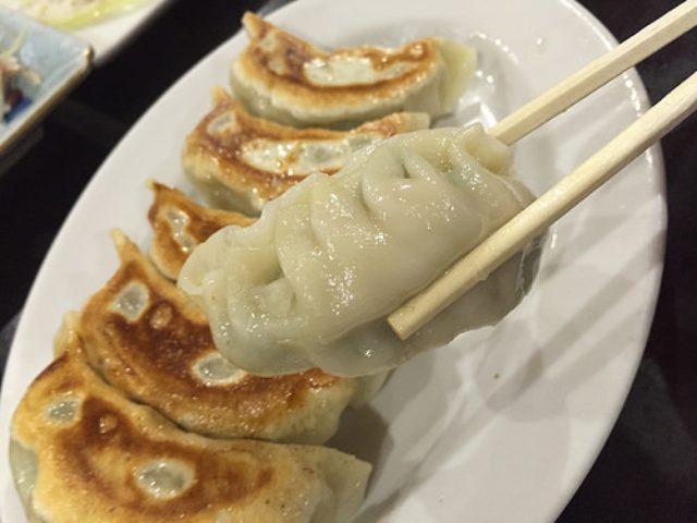 画像: 【新川崎】「味楽」で出会ったモチモチ皮に餡がパンパンに詰まった焼き餃子