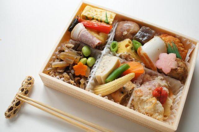 画像: 【ご褒美ご飯】15品目以上がぎゅっ!なだ万厨房「惣菜小箱」/レッツエンジョイ東京