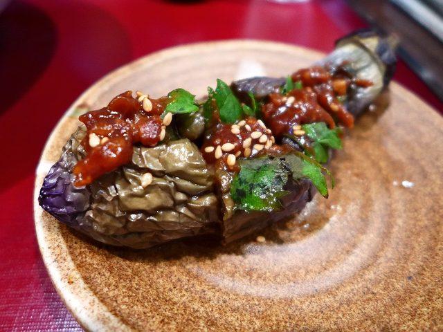 画像: 桜ユッケが乗った贅沢なうどんは感動的な美味しさです! 四条畷市 「楠公二丁目 活麺富蔵」