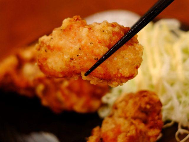 画像: 「経堂 ナポレオンの80円焼き鳥、若鶏のトマト煮込み、バカ盛り野菜サラダ」