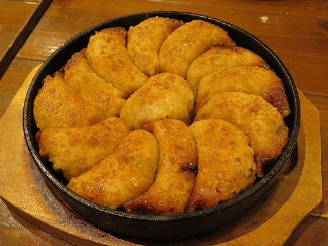 画像: 【田町】九州熱中屋の餃子検定8段の博多一口鉄板餃子を試食