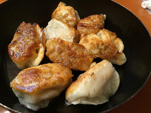 画像: タレコミ情報【有楽町】ガード下の台湾料理店「新台北」で熱々モチモチ鉄板餃子