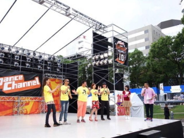 画像: メ~テレ秋まつりの光の広場ステージでたべあるキング推しメシコーナーに登場初日
