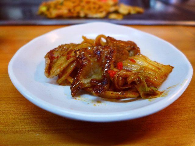 画像: 名物の生麺焼きそばはモッチモチの新感覚食感です! 寺田町 「TEPPAN 健心」