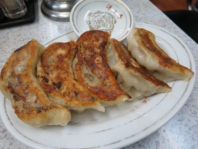 画像: 【九段下】大衆中華の「洋々亭」でジャンボサイズの餃子で乾杯