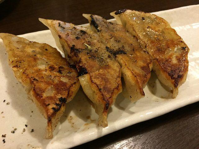 画像: 【広尾】きっかわこうじの「広尾のカレー」はレモンと塩で食べる餃子も旨い