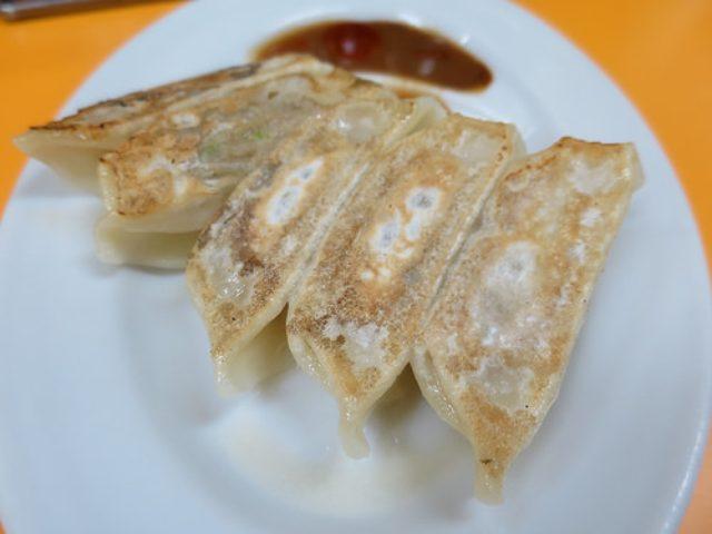 画像: 【川崎】デカ盛り中華の「新世」のかわさき餃子みそで食べる肉餃子