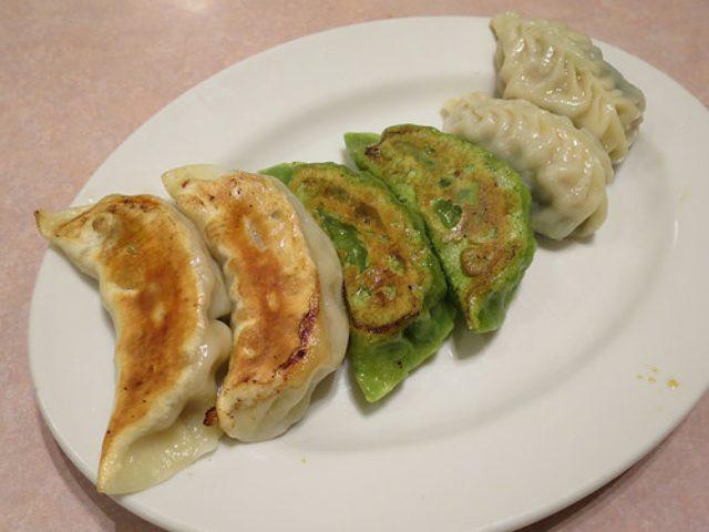 画像: 【神保町】寧波料理専門店「源来酒家」で三種焼き餃子盛り