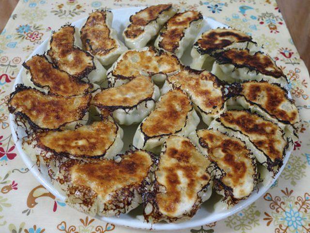 画像: 【オリジナル餃子レシピ】エリンギ、舞茸、ぶなしめじでキノコ三種餃子を作ってみた