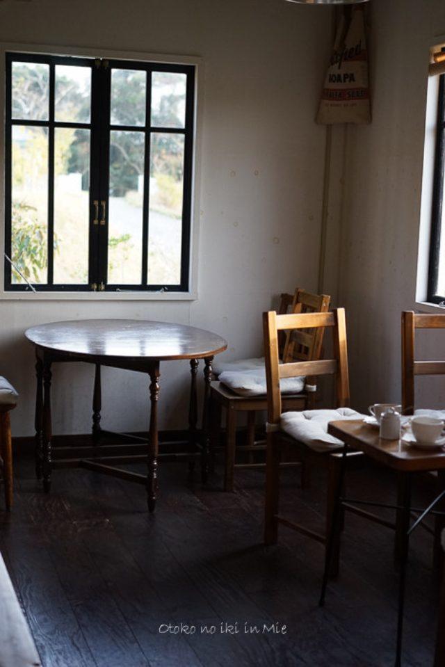 画像: シェブロンカフェ (三重)安乗岬のアンティークカフェ