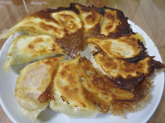 画像: 【梅ヶ丘】元祖ゴロゴロ肉餃子の「羽根木餃子」で色んな餃子を持ち帰り