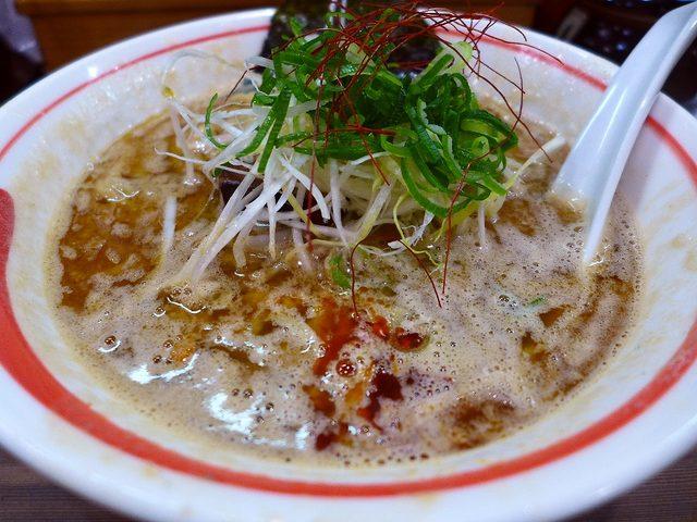 画像1: 本日のランチは新梅田食道街にあるラーメン屋さん「古今亭」に行きました。いつもお世話になっているグルメのSさんから、「Mさんって鶏白湯ラーメン大好きですよね?古今亭の鶏白湯がめちゃくちゃ美味しいので是非一度食べてみてくださ... emunoranchi.com