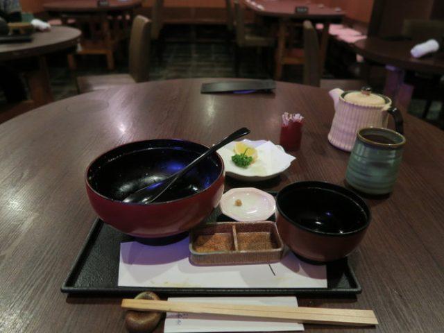 画像: 「げんかい食堂(玄海)」(新宿/水炊きスープの親子丼)