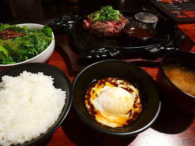 画像1: 本日のランチは難波千日前にある焼肉屋さん「焼肉 富士晃」に行きました。昨年末にオープンしたばかりの、厳選された黒毛和牛と神戸ビーフの焼肉がいただけるお店です。先日夜に行ってお肉の美味しさに感動をさせていただき、さらに今週... emunoranchi.com